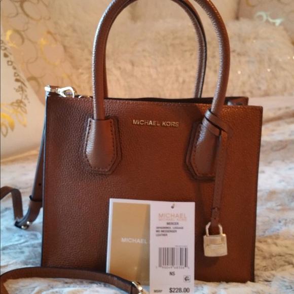9682881175c6 Michael Kors Mercer leather crossbody bag. M_5c3970288ad2f94f45b62aa2